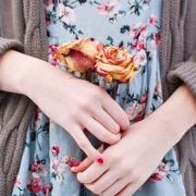 розы в руках