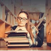 девушка с книгами